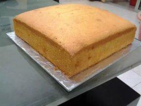 < 傳統牛油蛋糕 / Traditional Butter Cake >